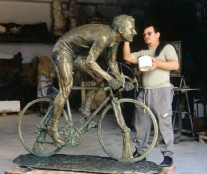 Monuments in bronze statues sculptures for the garden Aldo Bini monument for the city of Bagnolo Montemurlo