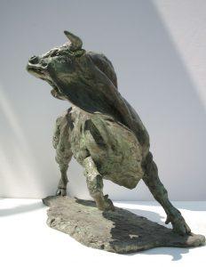 Sculptures-of-animals-bulls-statuettes-in-bronze-code-174-Enraged-Bull-b-cm30x45x30-year-2007