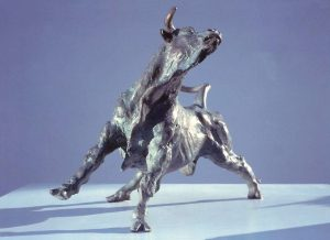 Sculptures-of-animals-bulls-statuettes-in-bronze-code-53-Pursuing-Bull-cm30x20x18-year-1995