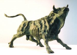 Sculptures-of-animals-bulls-statuettes-in-bronze-code-59-Bull-Sniffing-The-Air-a-cm18x29x20-year-1994