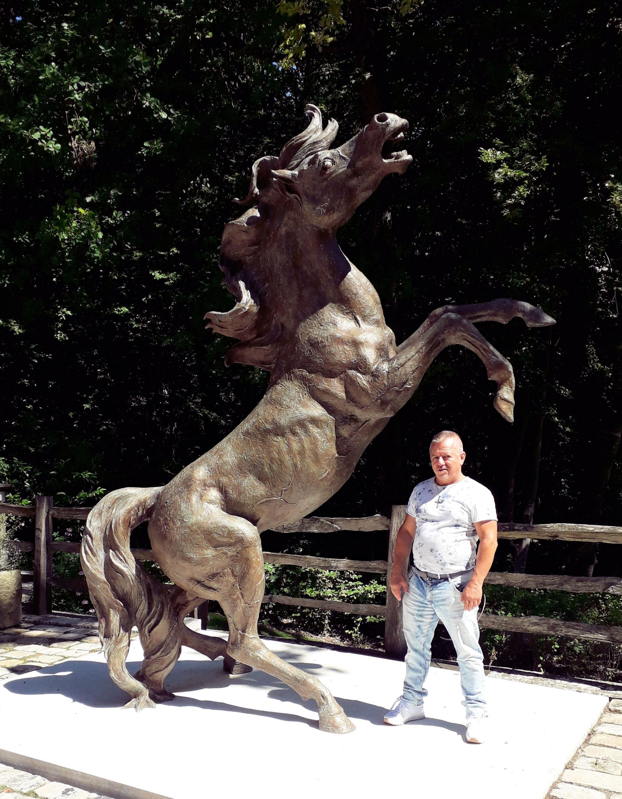 life-size-bronze-statues-large-giant-custom-sculptures-for-sale01