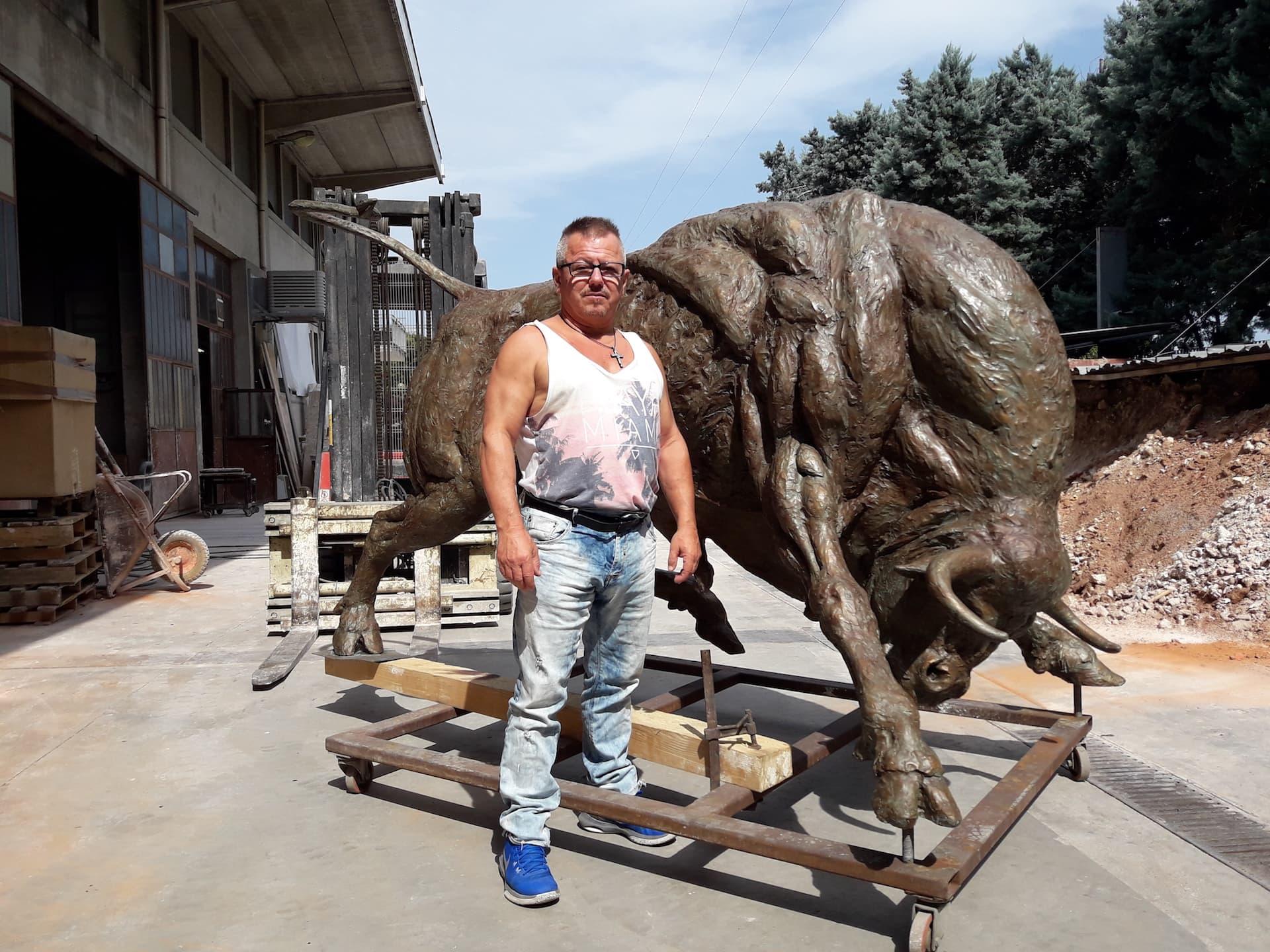 bronze-bull-custom-sculptures-large-life-size-statuette-for-sale-04