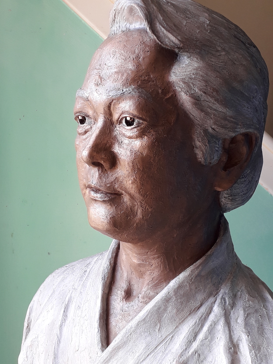 bronze-bust-custom-sculptures-statue-from-photo-personalized-memorial-statue-02