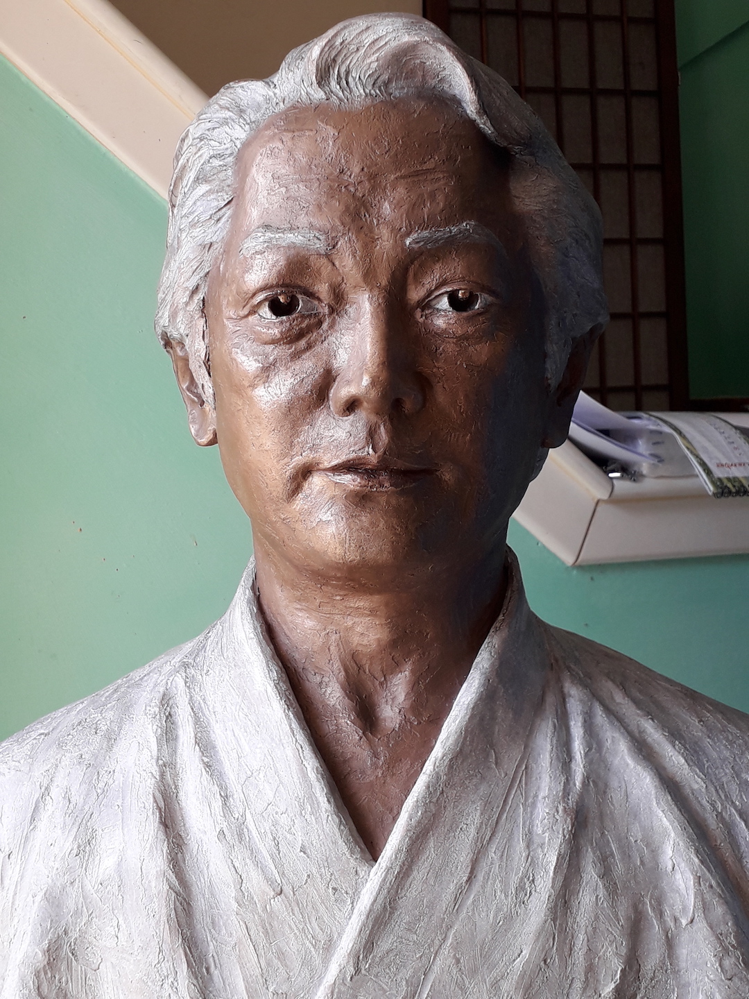 bronze-bust-custom-sculptures-statue-from-photo-personalized-memorial-statue-04