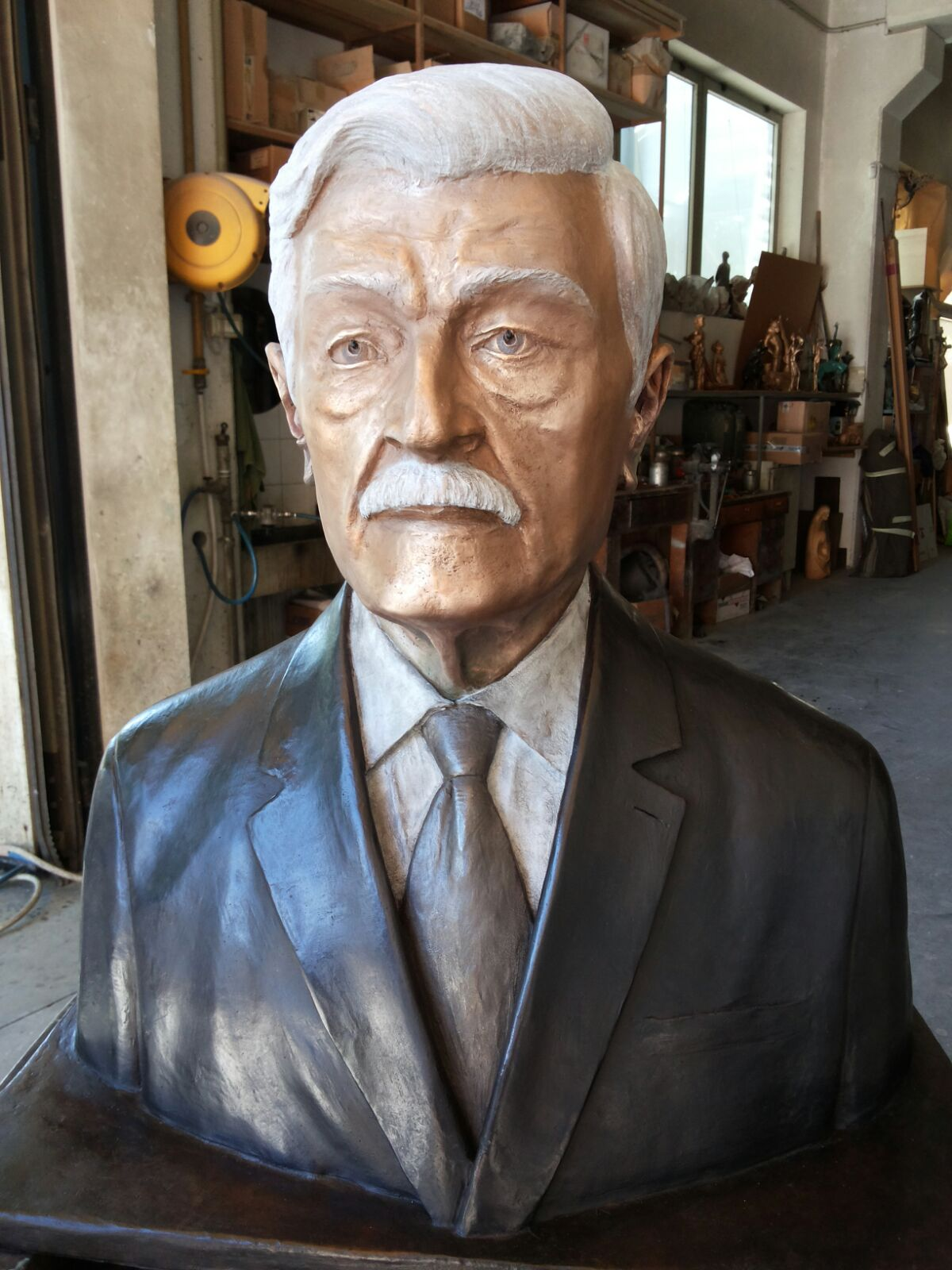bronze-bust-custom-sculptures-statue-from-photo-personalized-memorial-statue-11